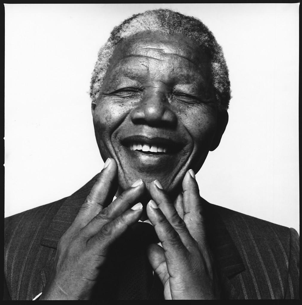 Uma das últimas fotos obtida em: http://www.celsius1414.com/wp-content/uploads/2013/12/Nelson-Mandela-Desktop-2013.jpg